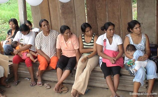 Mujeres del municipio de Baures, Beni, donde la población censada ha disminuido entre los informes de enero y julio. | Foto Silvia Antelo Aguilar