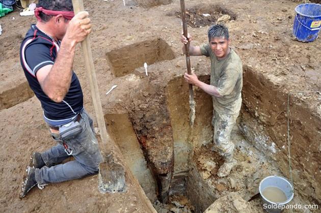 Arqueólogos franceses y ecuatorianos descubrieron en la Amazonía de Ecuador los restos de una casa construida hace unos 3.000 años, la más antigua de la región amazónica. | Foto EFE