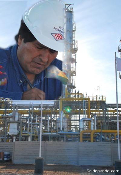 El presidente Morales en la Planta de Río Grande, promulgando este viernes 20 de septiembre la Ley que viabiliza el contrato exploratorio con Gazprom y Total. | Fotomontaje Sol de Pando
