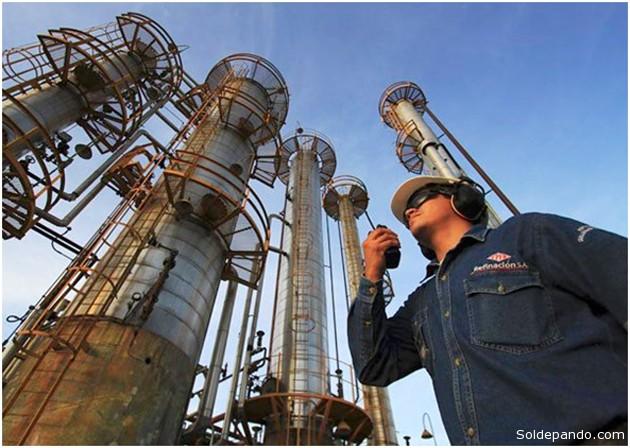 La Refinería Guillermo Elder Bell de Santa Cruz, importante productor de combustibles junto con la de Gualberto Villarroel en Cochabamba.
