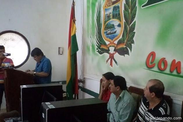 El Gobernador de Beni, Carmelo Lens, puso en marcha este sistema con la entrega de una veintena de computadoras en la provincia Vaca Díez. | Foto Radio Riberalta