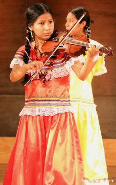 Se despidieron de París con un multitudinario concierto, que opacó a otros de su género, en la sede de la Unesco.
