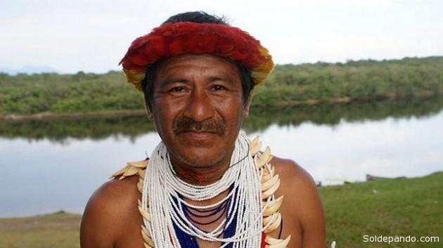 El chamán José Carmona rechaza a los grupos armados que invaden territorios indígenas en la Amazonia venezolana. | Foto Humberto Márquez/IPS