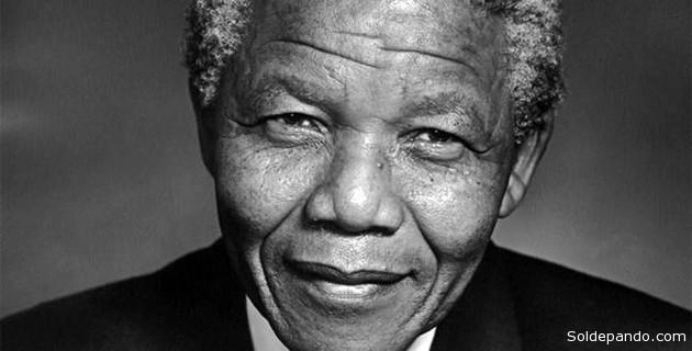 Mandela pasó casi tres décadas en prisión, tras ser declarado culpable de sabotaje de intentos de derrocar al gobierno, en su lucha en contra del apartheid.