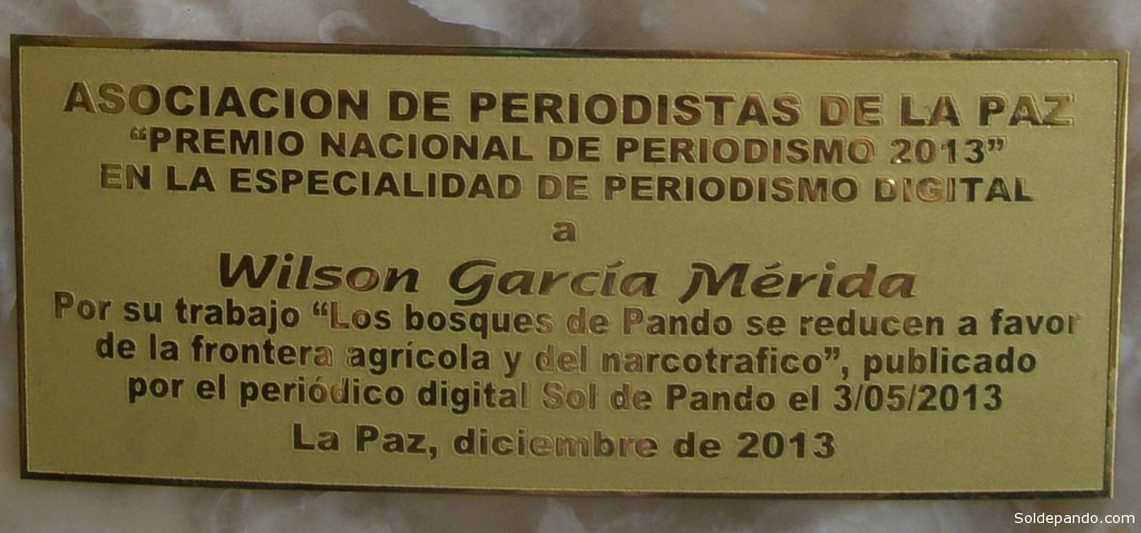 La plaqueta enetregada a Sol de Pando en la categoría Digital del Premio Nacional de Periodismo 2012.