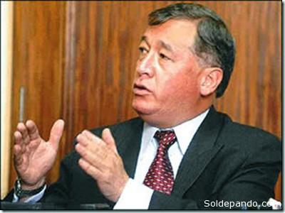 EL AUTOR Alberto Bonadona Cossío es economista, Se desempeñó como Instructor del Banco Interamericano de Desarrollo (BID) en formulación, monitoreo, gestión y evaluación de proyectos. Fue Interventor del Serrvicio Nacional del Siste,a de Repartos (senasir) en el 2004 y se lo considera uno de los artífices de los nuevos modelos de Pensiones en Bolivia, materia de su especialidad. En la actualidad es columnista en varios periódicos bolivianos.