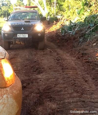 Vehículos de la Policía Federal del Brasil varados en la frontera con Bolivia, donde las huellas de los tractores robados en territorio brasileño se pierden en el lado boliviano. | Foto Archivo