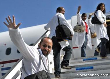El Ministerio de Salud de Brasil anunció el viernes que en la tercera camada arribarán al país un total de 2.891 médicos, de ellos 891 se presentan de manera individual y dos mil llegan por acuerdo del Ministerio de Salud de Cuba y la OPS. | Foto Archivo