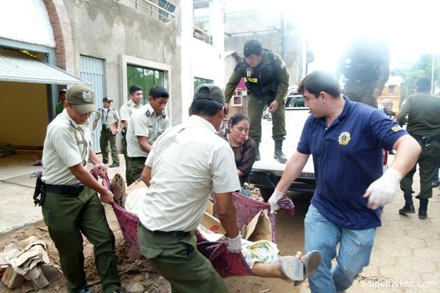 Efectivos de la dirección de criminología procedieron al traslado de los restos del albañil a la morgue del Hospital Roberto Galindo para la autopsia correspondiente, el informe oficial de este hecho recién se dará a conocer en las próximas horas.
