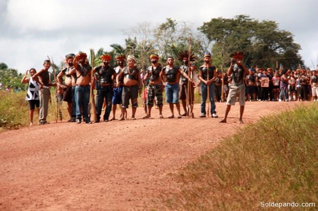 El cobro de peajes sobre las carreteras que atraviesan territorios indígenas en la Amazonia, es un nuevo método de lucha para reivindicar los derechos indígenas. | Foto Funai