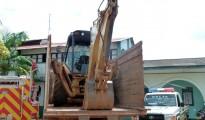 La retroexcavadora Caterpillar robada en Brasil que iba sobre un camión boliviano de Cobija a Riberalta. El dueño del camión fue el único detenido en el operativo realizado en El Sena. Los cabecillas de la banda iban detrás en una camioneta acompañados por un capitán de la policía pandina. | Foto Sol de Pando
