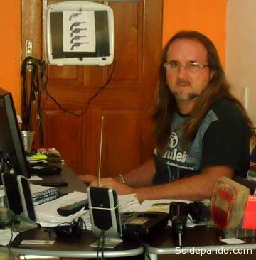 Cleomar Dirceu en su sala de investigaciones de Rio Branco. | Foto Sol de Pando