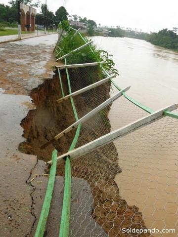 El río Acre rompe sus límites naturales invadiendo las ciudades que circunda, por segunda vez en dos años. | Foto SETEM