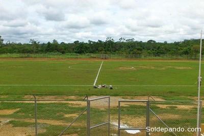 El Estadio Leopoldo Fernández de Porvenir, a casi 30 kilómetros de Cobija,es uno de los pocos en el país que carece de pasto sintético. | Foto Archivo