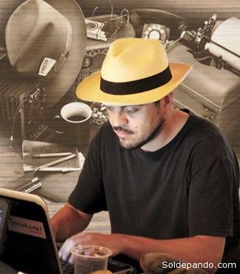 EL AUTOR Javier Badani Ruiz es escritor y fotógrafo. Trabajó durante siete años en el periódico La Razón. Hoy habita el periodismo ciudadano. Sus textos son publicados en medios locales y del exterior. Es impulsor de la Red Boliviana de Periodismo Cultural y del Proyecto Tuja.