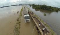 La emergencia surgió ante el anegamiento de la autopista BR-364 que vincula los estados de Acre y Rondônia, totalmente cubierta por las aguas desbordadas del gran rio Madeira. | Foto  Josenir Melo | Agência de Notícias do Acre
