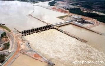 La presa hidroeléctrica de San Antonio, en Porto Velho, Rondonia, sobre el lecho del río Madera. | Foto Fobomade
