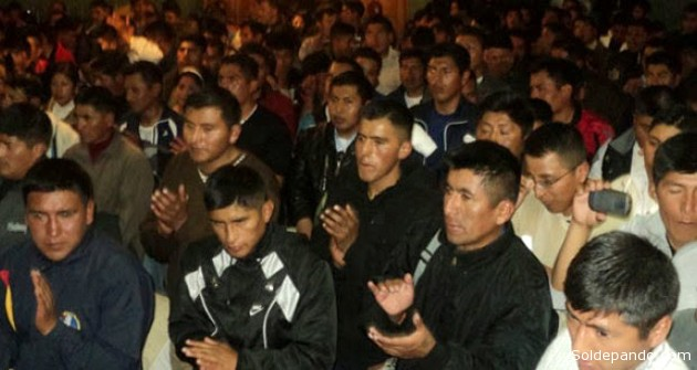 Una asamblea deliberativa de los suboficiales y sargentos reclamando sus nuevos derechos constitucionales. | Foto Erbol