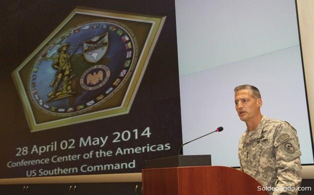 El teniente general del Ejército estadounidense  Kenneth Tovo, comandante adjunto del  Coando Sur, durante la conferencia con los miembros de la Guardia Nacional  el pasado fin de semana. | Foto Comando Sur
