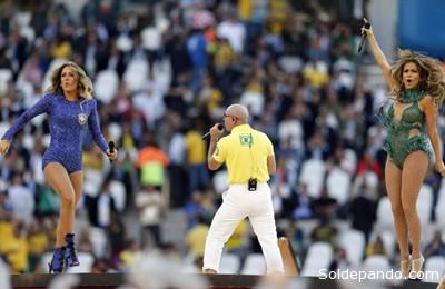 Miles de artistas participaron del puntapié inicial de la Copa del Mundo en el Arena do Cortinthians, pero el público no quedó del todo conforme.   Foto AP