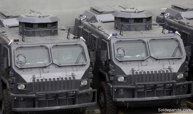 Los blindados Maverik responden a una versión adaptada a los requisitos definidos tras las pruebas realizadas en 2011 por las fuerzas militares y policiales del Brasil.   Foto Rogério Santana
