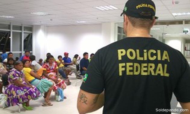 El momento en que los indígenas fueron llevados a la sede de la Policía Federal en Boa Vista antes de su deportación a territorio venezolano. | Foto G1 Roraima|PF