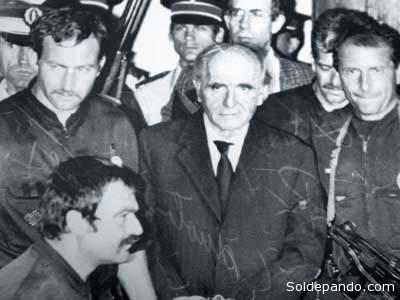 Klaus Barbie junto a los mercenarios neofascistas que trajo desde Europa para destruir la democracia boliviana. | Foto Archivo.