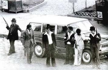 Paramilitares del golpe del 17 de julio usando vehiculos oficiales para secuestrar a sus víctimas. | Foto Archivo