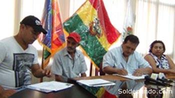 Walter Arce, Jefe de la misión y responsable del Programa de Asentamiento de Ciudadanos Brasileños, dijo que con la entrega de la Personalidad Jurídica a las dos asociaciones de productores, culmina de forma exitosa un largo proceso de legalización de familias del país vecino que decidieron vivir en tierras bolivianas.   Foto Gobernación de Pando