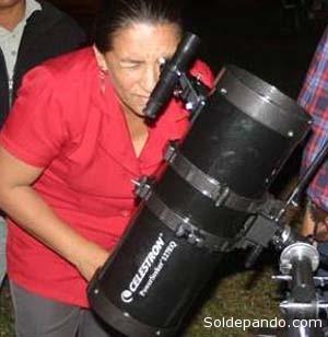 La profesora Ingrid Justiniano, fundadora de AstroPando.