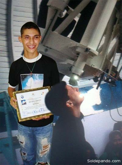 Kaleb ya venció la prueba teórica en las Olimpiadas de Rumania. Se encuentra en la competicion principalque consiste en demostrar sus conocimentos astronómicos con el uso del telescopio.