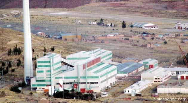 El complejo polimetalúrgico de Karachipampa fue construido en la década de los 80 y nunca llegó a funcionar. Según un plan actual de reactivación, la fundidora este mes de agosto ya se estaría produciendo, con una pureza de 99,8%, lingotes de plomo, y en  septiembre próximo lingotes de plata.   Foto Archivo