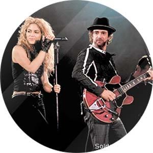 """TRIBUTO MUNDIAL Desde su accidente en 2010 diversas personalidades le han rendido tributo. Shakira en 2011 le dedicó su canción """"Sale el sol"""". U2 lo recordó durante su concierto en el Estadio de la Ciudad de la Plata; Roxette con su interpretación de """"De música ligera"""", La Ley recordándolo con """"Crimen"""" en su regreso en Viña del Mar."""