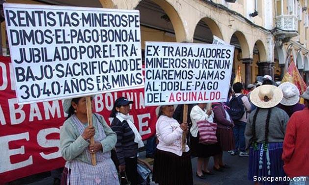 Los jubilados de Cochabamba concentrados en la Plaza 14 de Septiembre de esta ciudad.   Foto Los Tiempos