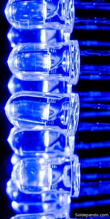 Conjunto de leds azules que pueden colocarse en serie, reduciendo el consumo energético y aumentando el ahorro.