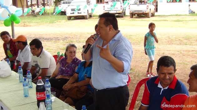El Secretario de Coordinación General del Gobierno Autónomo de Pando,  Androncles Puerta, oficializando el anuncio en el municipio ganadero de Bella Flor. | Foto GADP