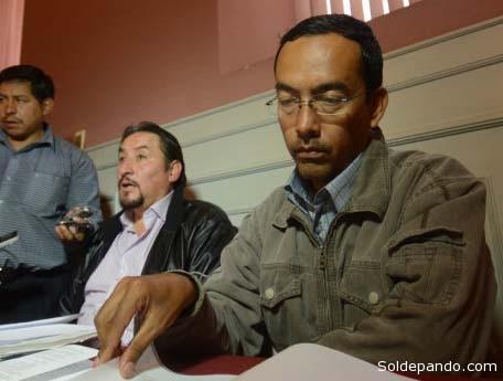 El capitán Guido Alarcón, asistido por su abogado, durante la audiencia cautelar del 12 de diciembre ante una jueza que dictó su reclusión junto a otros acusados. | Foto Los Tiempos – APG