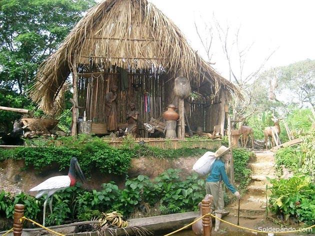 El hermoso pesebre amazónico que se lució en la Plaza José Ballivián de Trinidad el año 2008. | Foto Chichi Méndez Gamarra