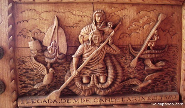 Puerta de la Basílica de la Virgen de Copacabana tallada por Tito Yupanqui en 1583.   Foto archivo