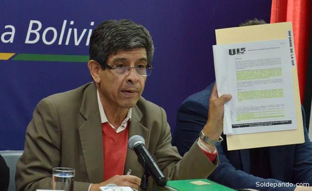 Una de las últimas apariciones oficiales del Presidente de YPFB, el 15 de diciembre del 2014, cuando denuncio con documentos en la mano un caso de corrupción en la Unidad de Comunicación de su empresa. | Foto ABI
