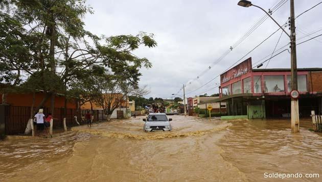 Una de las avenidas troncales de la vecina Brasiléia, este martes. | Foto cortesía Agencia de Noticias Acre - Secom