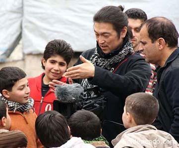 Kenji Goto era un periodista japonés humanitario que trabajaba en favor de los niños y refugiados dentro la zona de guerra.   Foto AFP