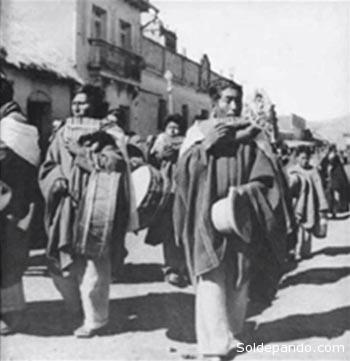 Una banda de sikuris de Puno en 1940, fotografiados por Martín Chambi. | Foto Archivo