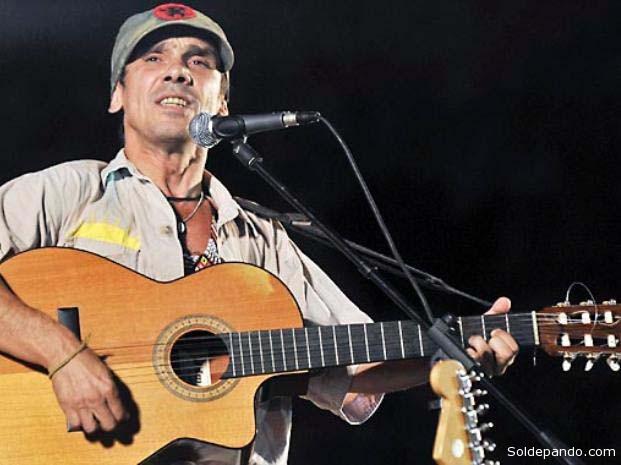 Manu Chao cantando en Leticia sus canciones del álbum Ama-Zonas. | Foto AFP