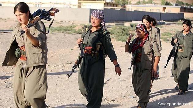 Combatientes kurdas del YPG en guerra contra la Yihad de Isis. | Foto AFP