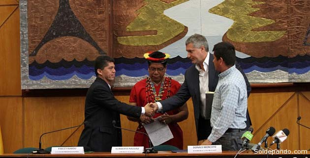 Los demandantes contra Chevron, en Quito, encabezados por el abogado norteamericano Steven Donzinger. | Foto Micaela Ayala