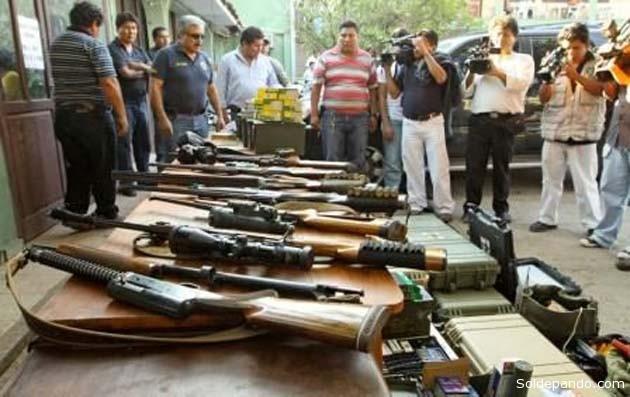 Armas halladas en una hacienda de Schmidt el 8 de julio del 2010.   Foto El Día