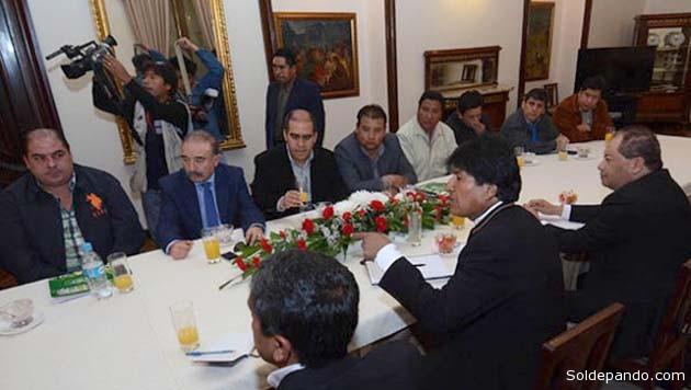 Directivos de la Liga  en reunión con el  presidente Morales.   Foto Los Tiempos   APG