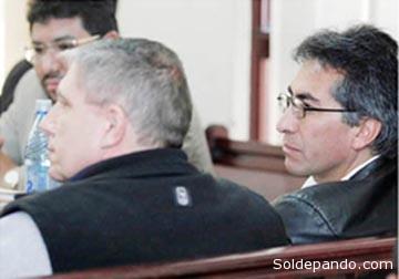 Dirk Schmidt y Gustavo Torrico juntos en una audiencia judicial por el caso de los menonitas, en agosto del 2010.   Foto La Prensa