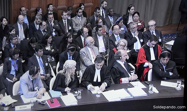 La delegación boliviana en la audiencia de alegatos celebrada el 6 de mayo, en La Haya. | Foto ABI